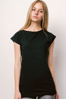 Черная удлиненная футболка из хлопка KLERY